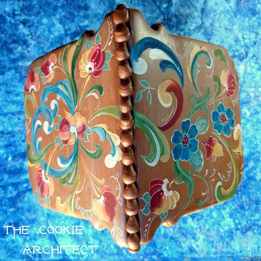 Rosemaling Roof | The Cookie Architect